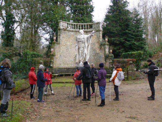 Marche Nordique - Devant la statue de Caradeuc